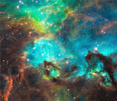 une nébuleue située à des millions d'années lumières de la terre prise par le