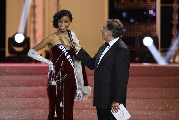 Miss Orléanais répond aux questions du jury