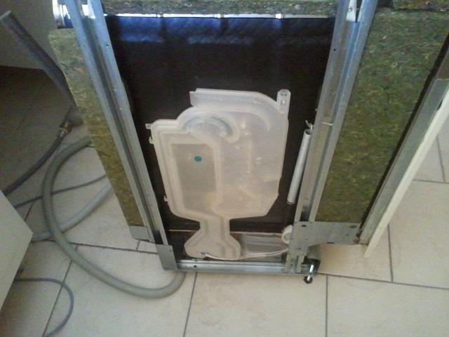 corriger une erreur f7 sur un lave vaisselle whirlpool adg8983. Black Bedroom Furniture Sets. Home Design Ideas