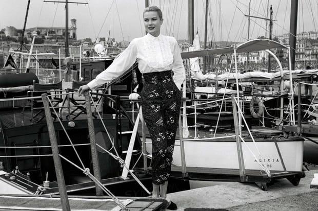 Grace Kelly prend la pose en 1955