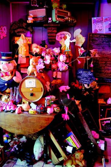 Le Twistin  - Le restaurant Le Twistin c'est d'abord  une véritable ambiance bistrot sur  le thème des cochons !! -