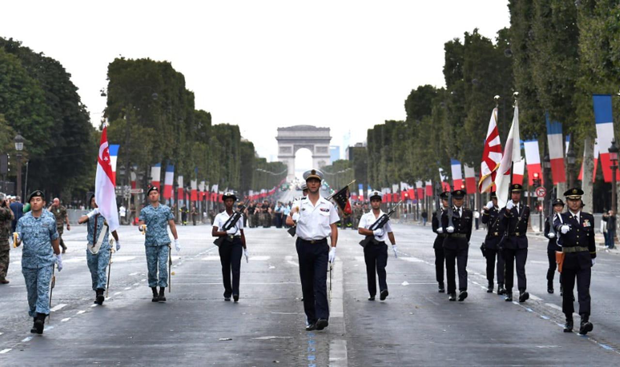 Paris accueille le défilé du 14juillet, avant la finale du Mondial