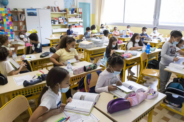 Masque à l'école: où est-il encore imposé aux enfants?