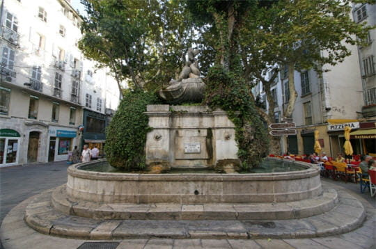 La fontaine des Trois Dauphins