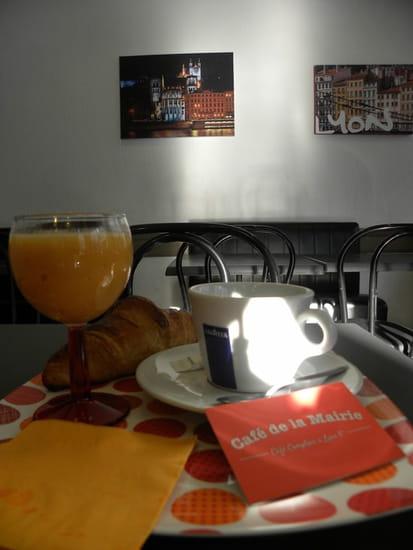 Café de la Mairie  - Le petit déj' au calme dans la deuxième salle -