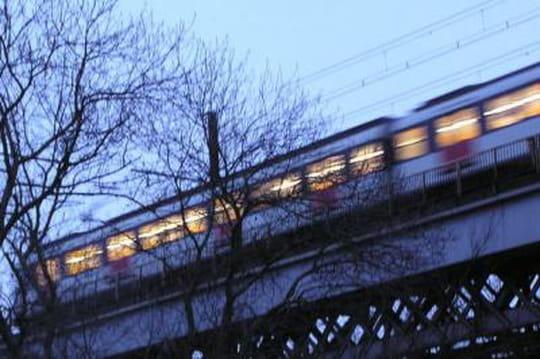 RER surfing, métro surfing: faut-il craindre une explosion de cette pratique en France?