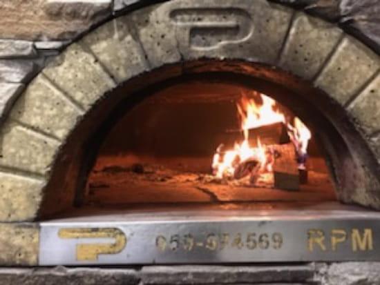 Restaurant : L'Avion  - Pizza au feu de bois -   © l'avion