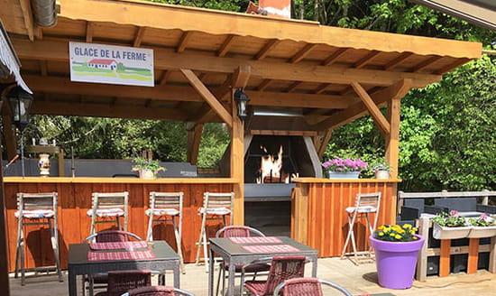 Restaurant : Auberge de Liézey  - Barbecue et grillades sur la terrasse -   © ADL