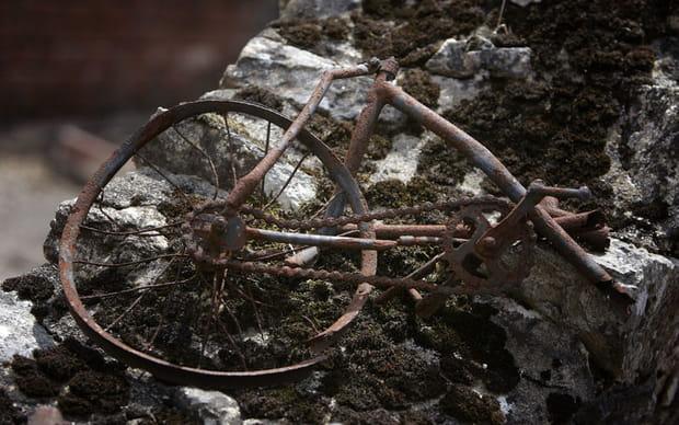 Un vélo dans la fournaise