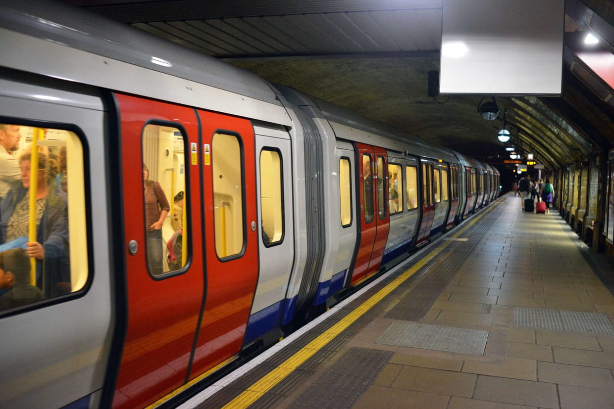 Explosion dans le métro, plusieurs blessés — Londres