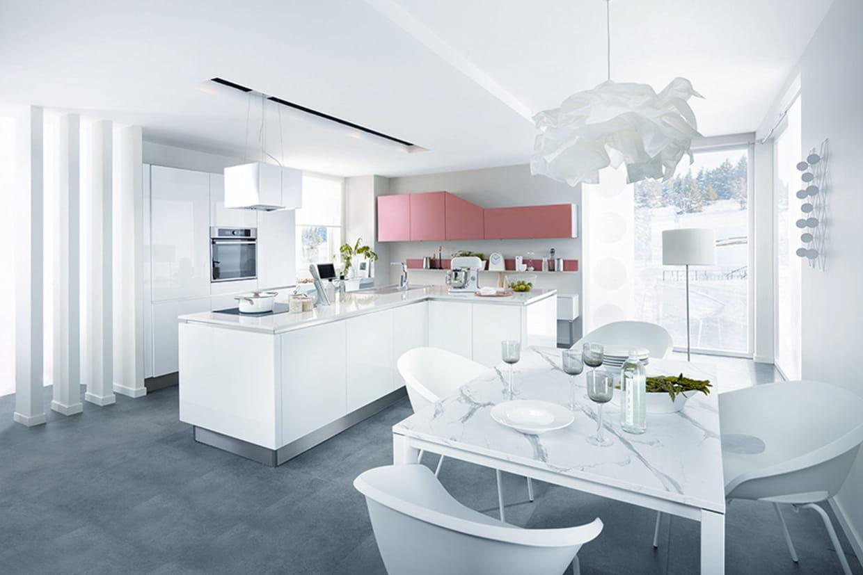 Plan De Travail Neoquartz une cuisine ouverte qui ose le blanc