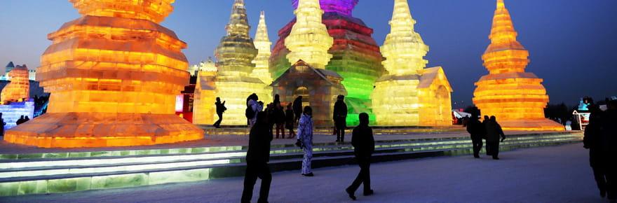 Chine: au coeur du festival de sculptures de glace à Harbin