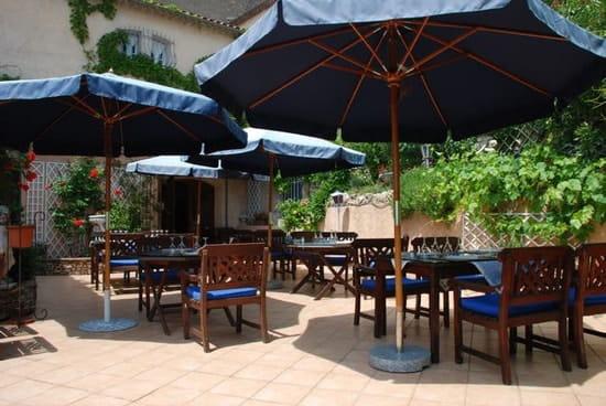 La Table du Moulin  - La terrasse -   © gazelle
