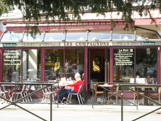 Les Compagnons   ©  L. Molinari