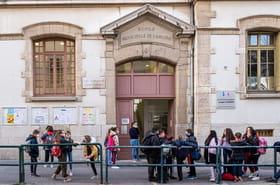 Covid et confinement à l'école: quelles dates de reprise des cours pour les lycées et universités?