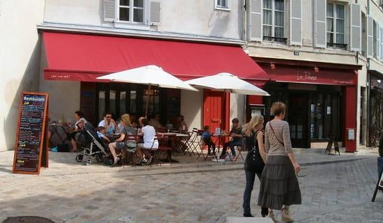 La Pause  - la terrasse sur la place piétonne -