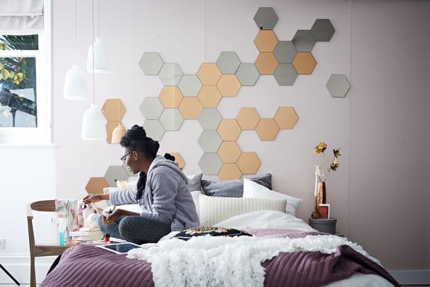une t te de lit avec des miroirs. Black Bedroom Furniture Sets. Home Design Ideas