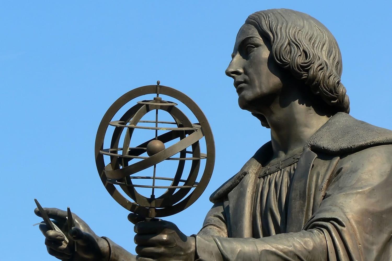 Nicolas Copernic: biographie courte et découverte de l'héliocentrisme