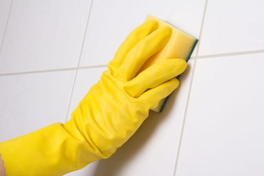 Nettoyer des joints d'un carrelage