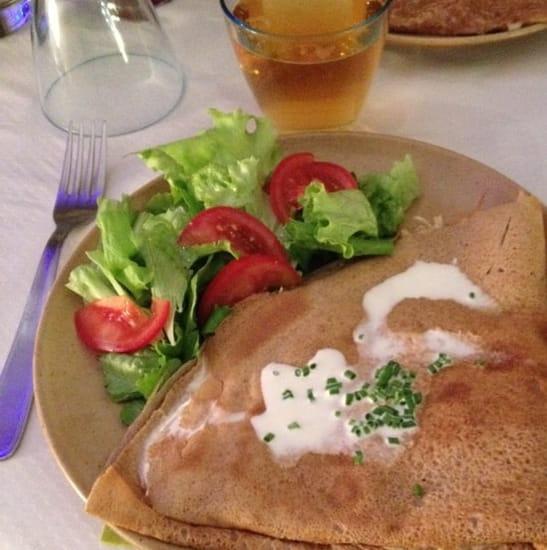 Plat : A La Grenouille Bleue  - La 3 fromages et sa salade -