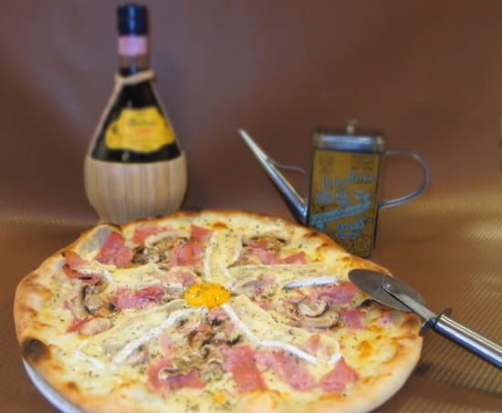 Le Pinocchio  - Un bon Chianti, et la pizza en suggestion ! -