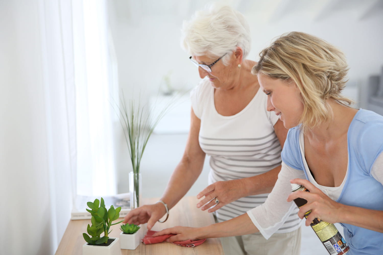 Aide ménagère: les démarches pour une personne âgée