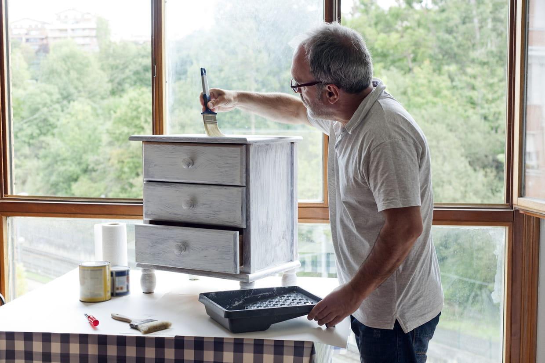 Comment Repeindre Un Meuble peindre un meuble : mode d'emploi