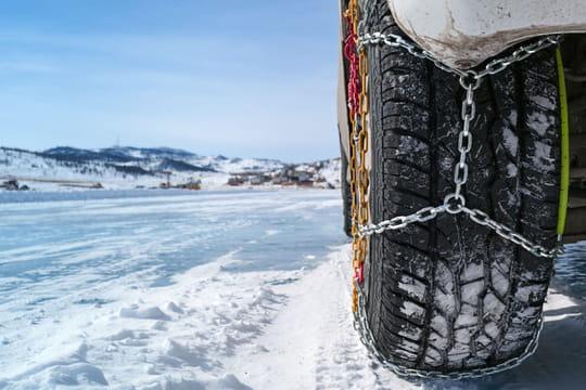 Poser des chaînes à neige: la méthode pas à pas
