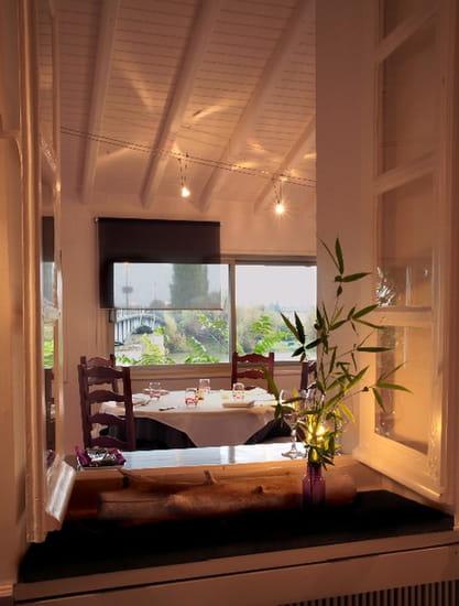 Auberge Saint Jean  - Vue sur salle de restaurant et dordogne  -