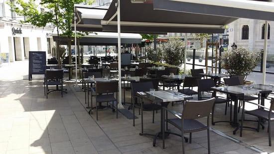 Les Relais d'Alsace - Taverne Karlsbrau Angoulême  - terrasse des des relais d'alsace angoulême -   © Lavaure Gaetan