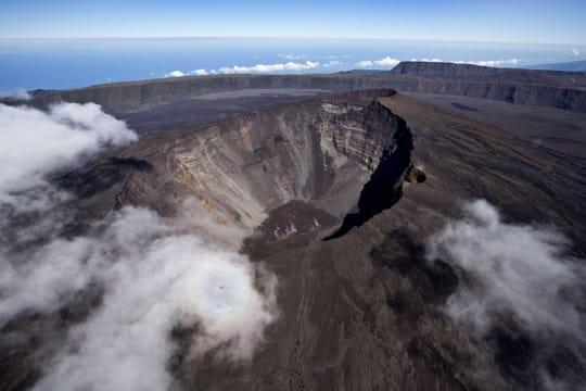 Piton de la Fournaise: images et vidéo de l'éruption à La Réunion
