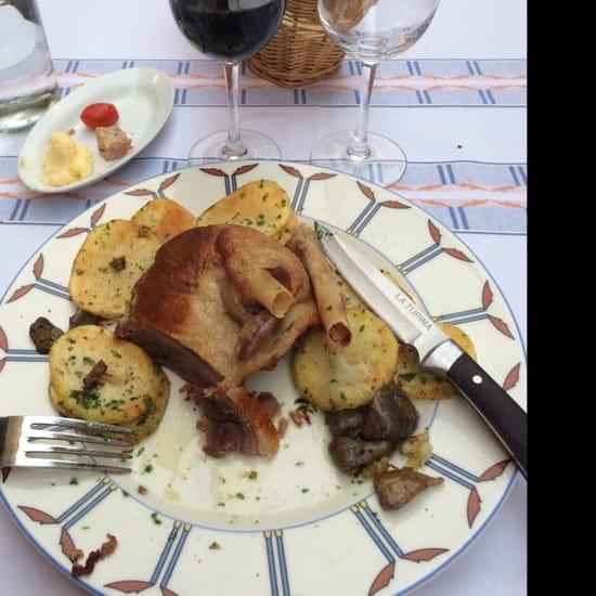 Plat : La Tupina  - Confit d'oie copieux et pommes à la graisse d'oie : un régal.  -
