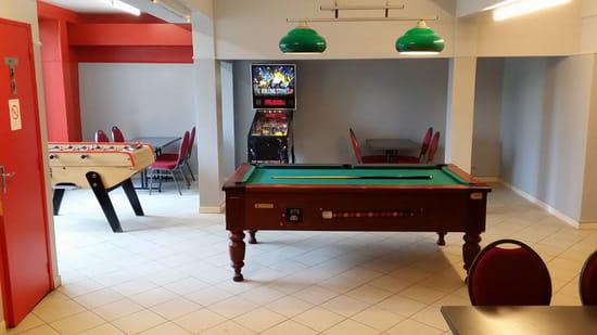 Restaurant : Café des Sports  - Salle de jeux -   © THONYIMANE