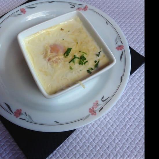 Entrée : Du Pain Sur La Planche  - Œuf façon meurette au fromage  -
