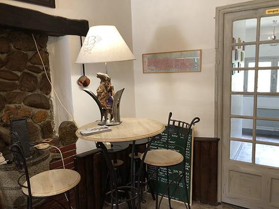 Entrée : Hostal dels Trabucayres  - l'entrée du bar -   © Hostal dels Trabucayres