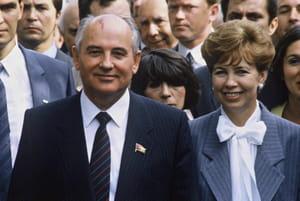Gorbatchev et sa femme Raïssa Gorbatcheva lors d'une visite en Allemagne