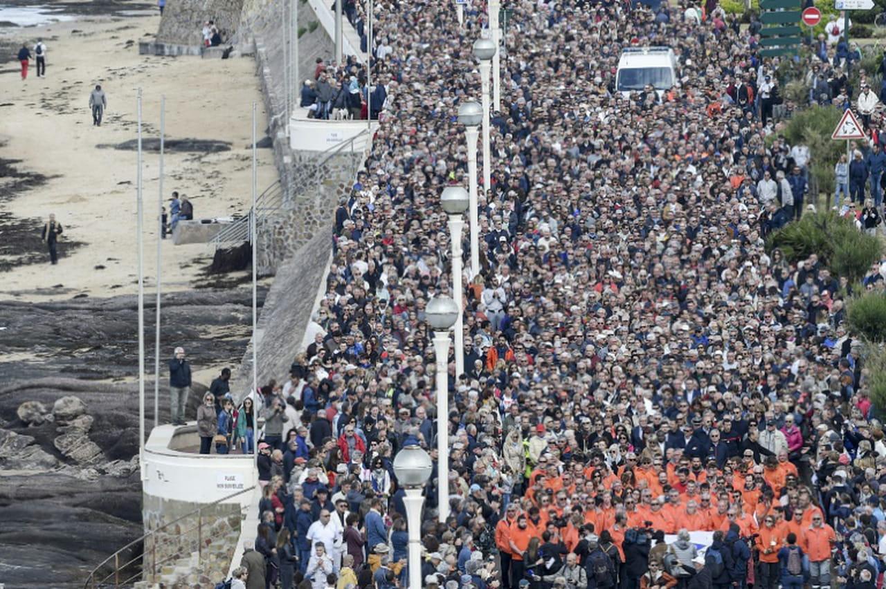 Sables d'Olonne: 15.000personnes reunies en hommage aux sauveteurs de la SNSM
