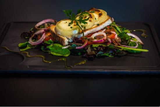 Entrée : Le QG  - Salade de chèvre chaud -   © Restaurant le QG