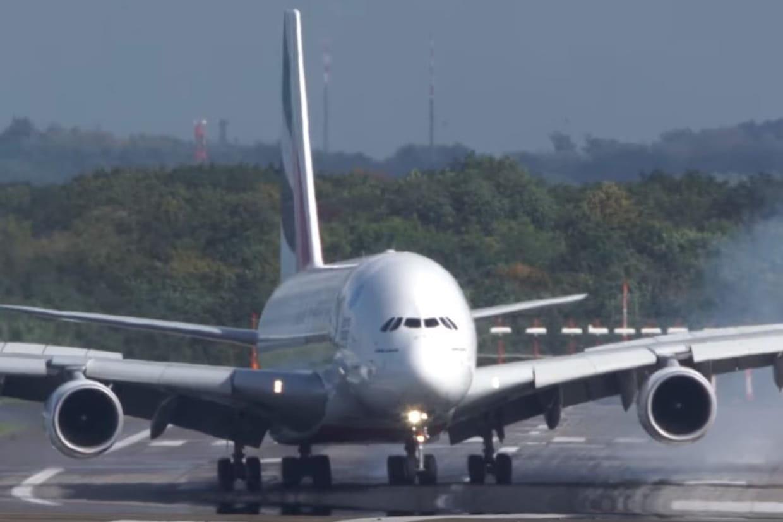 Atterrissage D Un Avion A Dusseldorf La Video Choc De L A380