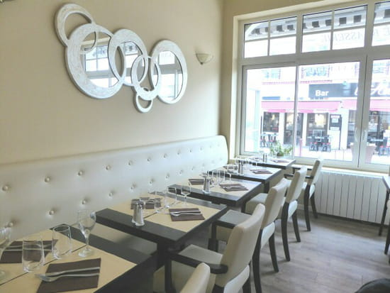 Restaurant : Authentic  - Salle -   © Ok
