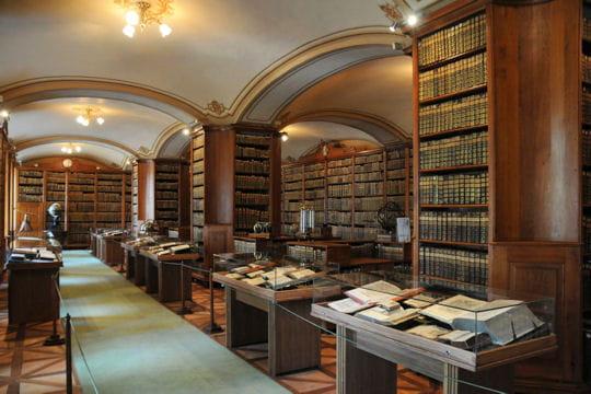 La bibliothèque de la cathédrale de Kalocsa