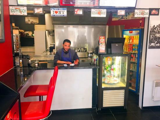 Restaurant : California Pizza  - Le gérant -   © © Farid Mahiedine