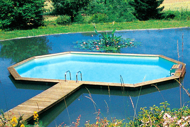 Une petite piscine hors norme for Recherche piscine hors sol