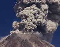 Odyssées volcaniques, quand la terre gronde : Dans les flammes de l'enfer