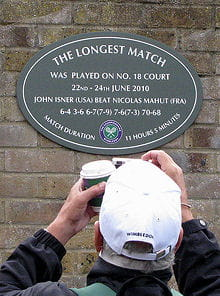 en 2011, les organisateurs de wimbledon ont fait poser une plaque commémorant le