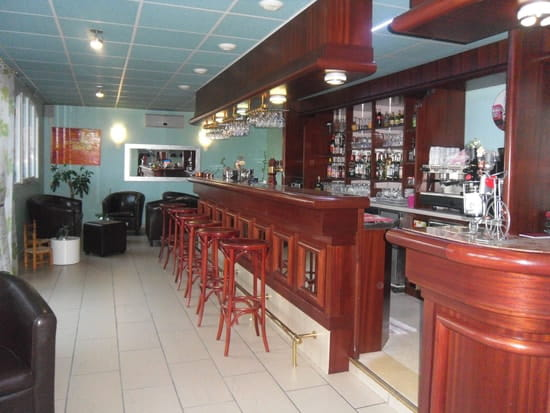 Le Don Camillo  - le bar et ses salons -   © le don camillo