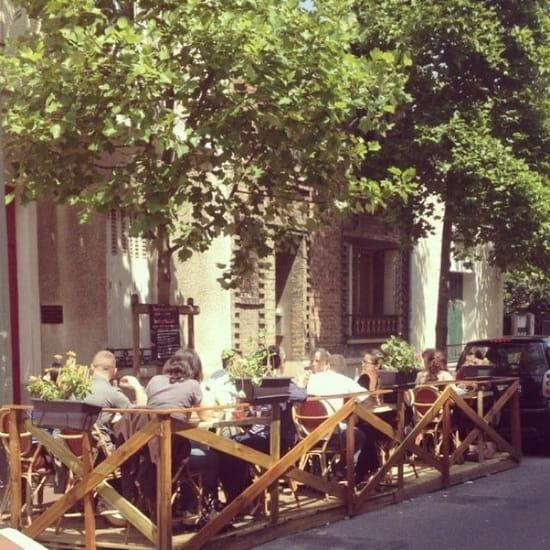 Restaurant : Le Métro  - Profitez de la terrasse durant la période estivale, pour y manger, ou simplement prendre un verre entre amis après une dure journée de labeur ! -