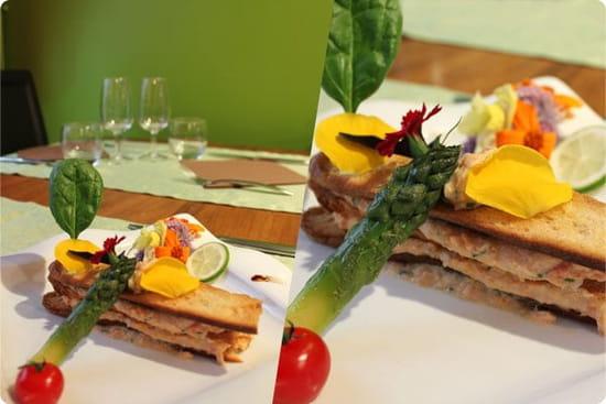 Le Vert mi Sel  - Monté comme un mille feuille: rillette de truite citronnée & chips de pain, asperges et fleurs -   © Magicpainters