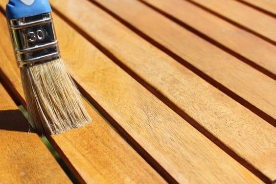 Comment éclaircir ou décolorer un bois foncé?