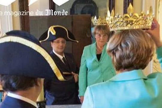 """François Hollande : """"Je taxe"""", la couverture du magazine du Monde... Les meilleures parodies"""